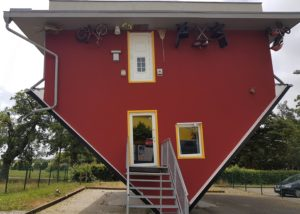 Haus kopfüber