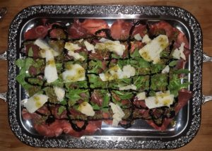 Bresaola<small><small><br>mit Rucola und Parmesan</small></small>
