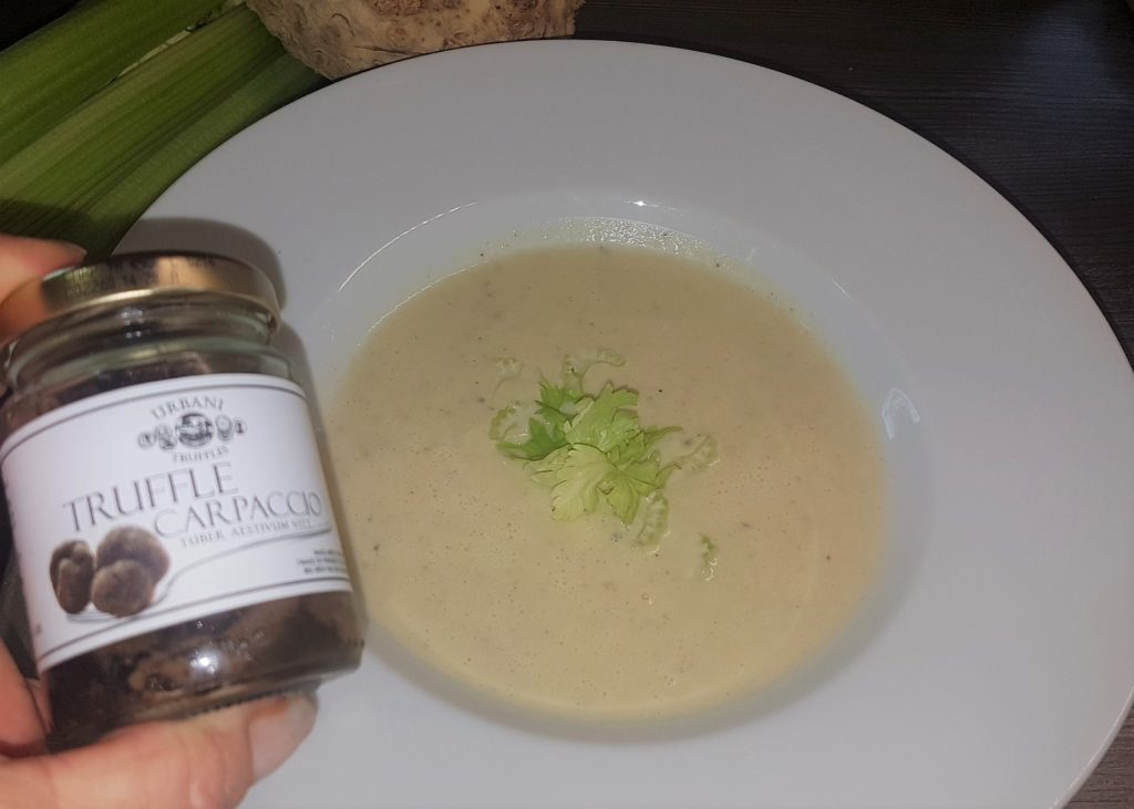 Zellercremesuppe<br><small><small>getrüffelt</small></small>
