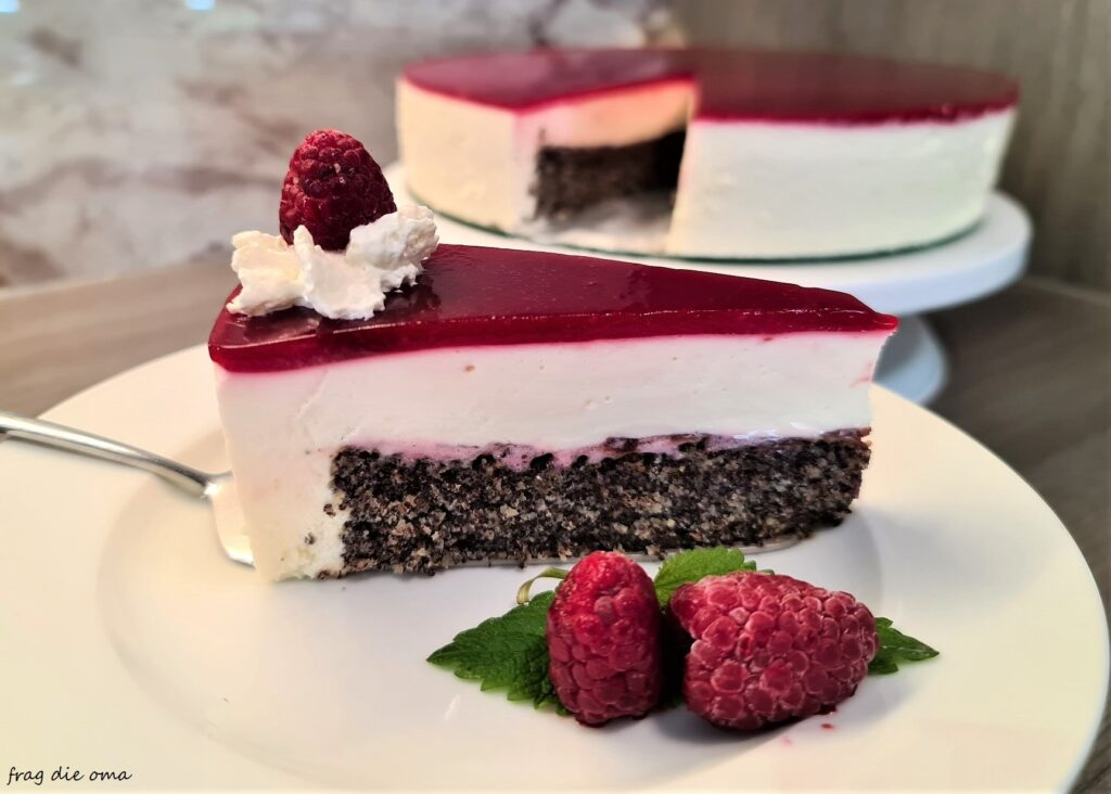 Read more about the article Mohn-Topfen-Himbeertorte