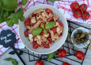 Nudelsalat <br><small><small>mit Tomaten und Mozzarella</small></small>