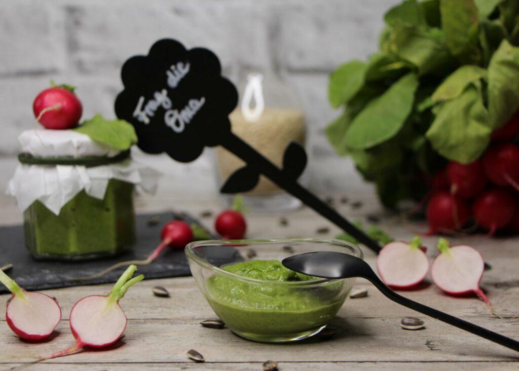 Read more about the article Radieschengrün-Pesto